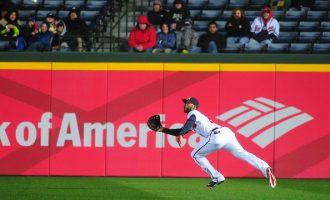 棒球訓練 — 外野飛球