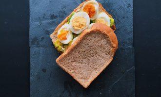 營養滿分:酪梨蛋三明治
