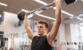 實用肩部訓練動作:站姿槓鈴推舉