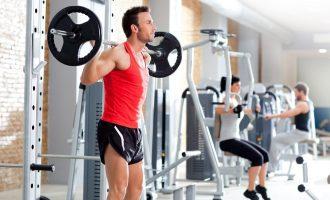 自由重量訓練跟機械式器材,哪個好?